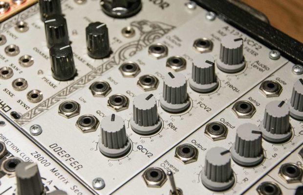 Eurorack Modular Synthesis Intro' – Audio Jerks